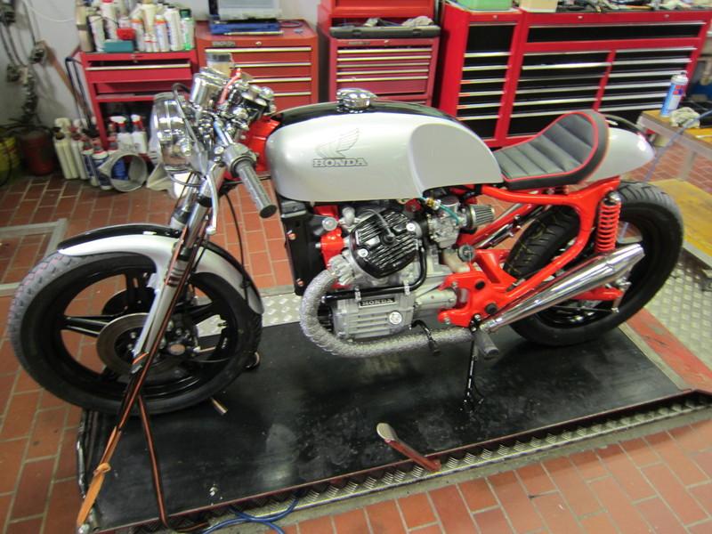 CX 500 with vonzeti parts ! Cache_2426784543
